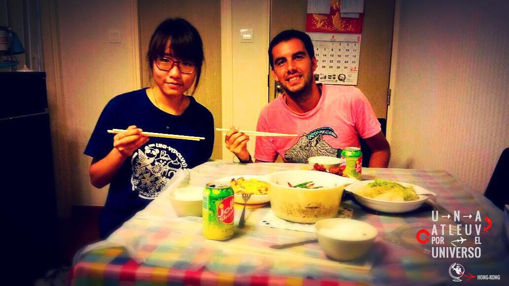 Cenando con Mo y su mama (que sacó la foto)