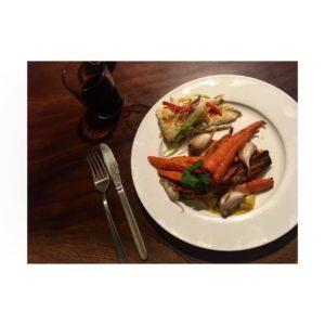Las comidas de Stewart ❤️ Broome,  . . . #broome #wa #westernaustralia #australia #ilovebroome #pornfood #barramundi #fishandchips #friends #nomad #nomade #nomadlife #vidanomade #backpacker #backpackerlife #instagram #instaphoto #instagramer #instatravel #travel #traveller #traveling #travelblog #travelingtheworld #travelingaroundtheworld #blog #unavueltaporeluniverso