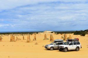 Estos  dejaron todo ✌ Pinnacles,  . . . #roadtrip #pinnacles #nissan #mitsubishi #wa #westernaustralia #australia #justanotherdayinWA #fire #friends #instagram #instaphoto #instagramer #instatravel #travel #traveller #traveling #travelblog #blog #blogger #bloggerlife #livingthedream #unavueltaporeluniverso #backpacker #backpackerlife #nomad #nomade #nomadlife #mochilero