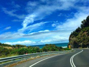 Camino a Lorne ❤️ Great Ocean Road,  . . . #greatoceanroad #lorne #victoria #australia #roadtrip #travel #traveller #travelingram #travelingtheworld #instagram #instaphoto #instagramer #instatravel #nomad #nomade #nomadlife #backpacker #backpackerlife #livingthedream #unavueltaporeluniverso