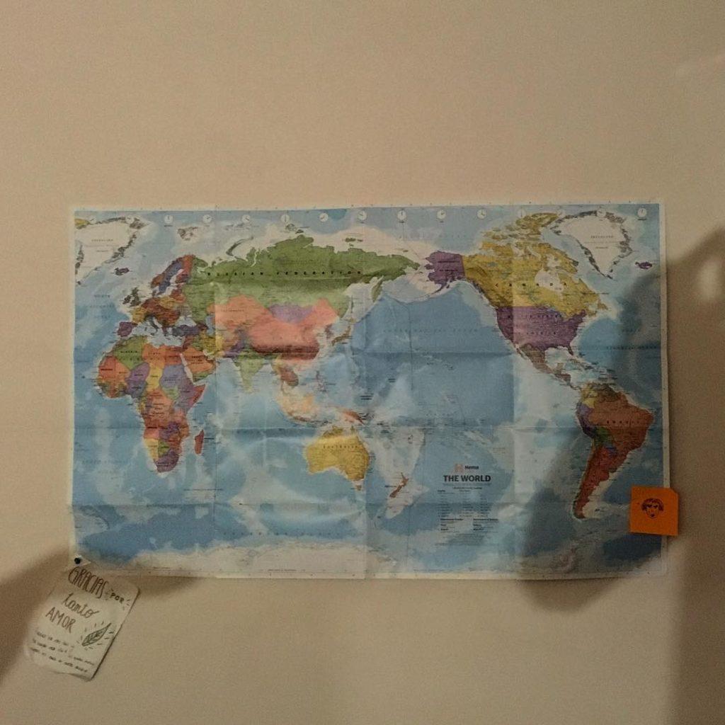 Un mapa en la pared de tu habitacion para recordartehellip