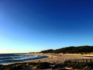 Margaret tiene tantas  que a veces es dificil elegir a cual ir. En los dias de ☀️, el plan consiste en agarrar el  , elegir una e ir ♂️ .  Margaret River,  . . #iamtb . . #margaretriver #rivermouth #road #landscape #southwest #wa #westernaustralia #australia #instagram #instaphoto #instatravel #travel #traveller #traveling #backpacker #backpackerlife #nomad #nomade #nomadlife #vidanomade #unavueltaporeluniverso