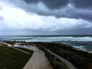 Las ⛈ en Margaret tienen lo suyo. El  tenia olas de 8 metros de altura ♂️. Los , felices de la vida .  Margaret River,  . . #surferspoint #storm #waves #margs #margaretriver #wa #westernaustralia #australia #southwest #australiaig #workingholiday #travel #traveller #traveling #unavueltaporeluniverso #livingthedream #nomad #nomade #nomadlife #backpacker #backpackerlife