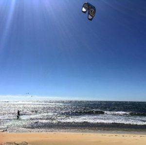 Arranco la temporada fuerte en Margaret. Ser barista ☕️ en esta epoca es demandante y cansador. Pero que mejor que trabajar enfrente del mar ? Encima salgo, manejo  dos minutos y tengo esto . Margaret, te amamos fuerte  .  Surfers Point,  . . . . #unavueltaporeluniverso #surf #surferspoint  #kitesurfing #margaretriver #southwest #wa #westernaustralia #australia #instagram #instatravel #livingthedream #vidanomade #workingholiday #aussielife #travel #travelling #nature #sea #backpacker #backpackerlife #nomad #nomadlife #vidanomade