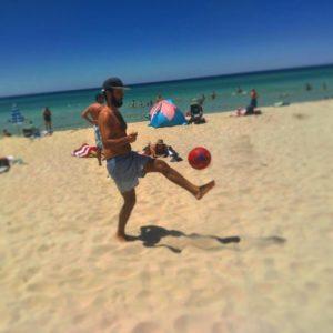 ⚽️ ✌ .  Meelup Beach,  . . #unavueltaporeluniverso #football #meelupbeach #beach #southwest #wa #westernaustralia #australia #instagram #instatravel #travel #traveling #travelgram #traveller #backpacker #nomad #nomadlife #mochilero #vidanomade #aussielife #workingholiday