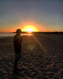 Que mejor que despertarse a ver el amanecer  con unos ricos mates? Los placeres de la vida. Ah, y con  en el  ♂️ .  Bunker Bay,  . . #lacomuviajera #iamtb #argentinosenaustralia unavueltaporeluniverso #margaretriver #freelance #southwest #wa #westernaustralia #australia #instagram #instatravel #travel #traveler #traveling #travelingram #livingthedream #nomad #nomadlife #backpacker #backpackerlife #mochilero #vidanomade