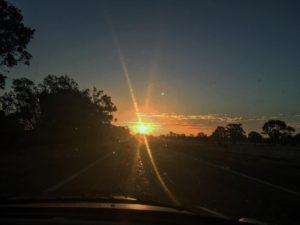 Atardece en la ruta ❤️   .  Margaret River,  . . . . . #lacomuviajera #unavueltaporeluniverso #sunset #road #margaretriver #southwest #wa #westernaustralia #australia #instagram #instatravel #travel #traveler #traveling #travelingram #livingthedream #nomad #nomadlife #backpacker #backpackerlife #mochilero #vidanomade
