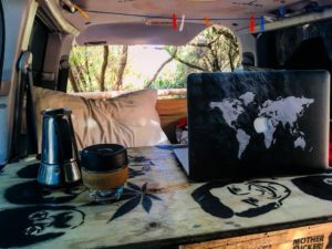 Van life ❤️ ☕️ .  Cosy Corner,  . . #van #vanlife #unavueltaporeluniverso #coffee #yahava #cosycorner #toniothevan #wa #westernaustralia #australia #instagram #instatravel #travel #traveling #travelingram #tavelingtheworld #backpacker #backpackerlife #nomad #nomadlife #vidanomade #roadtrip #waroadtrip
