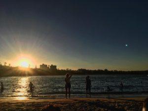 Nunca es un mal dia para ver un . Y menos con amigos  .  Manly,  . . . #unavueltaporeluniverso #manly #beach #sydney #nsw #iamtb #friends #australia #aussie #aussiedays #igaustralia #travel #traveling #traveller #nomad #nomade #nomadlife #backpacker #backpackerlife #mochilero #instagram #instatravel
