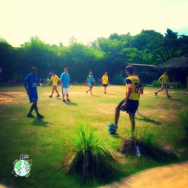 En Phuket jugamos un partido Profesores vs Padres y fui capitán !