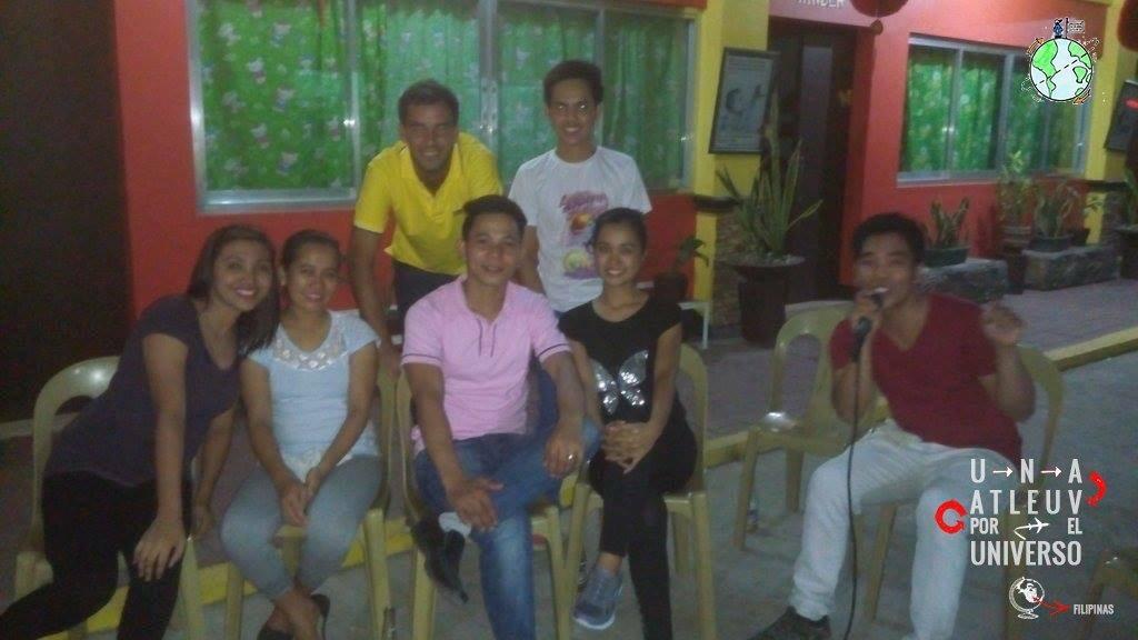 Foto con los profesores que me daban una mano en Guimba, Filipinas