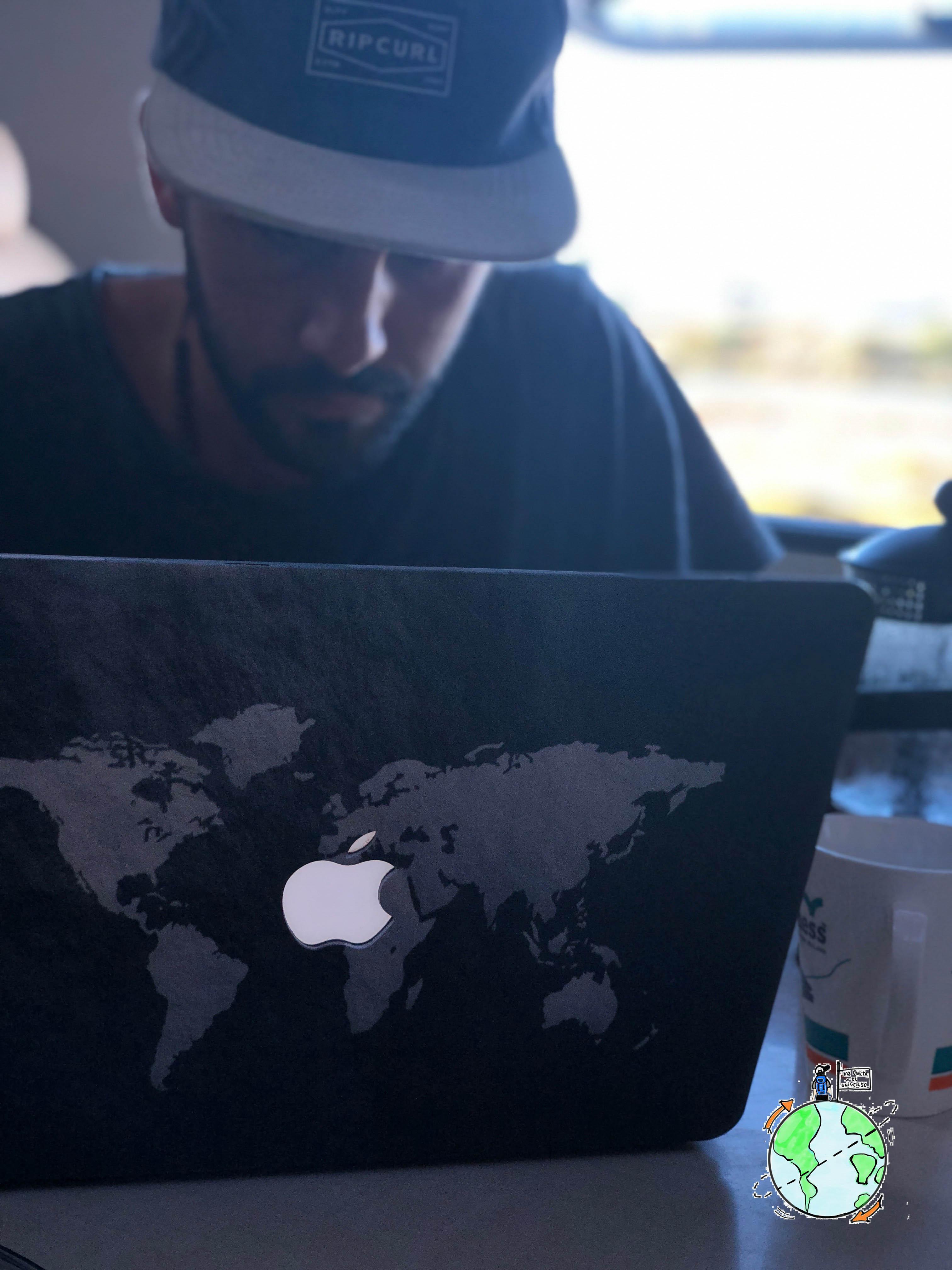 Trabajar de manera freelance requiere buscar el momento adecuado para cumplir obligaciones. Siempre con la notebook cerca
