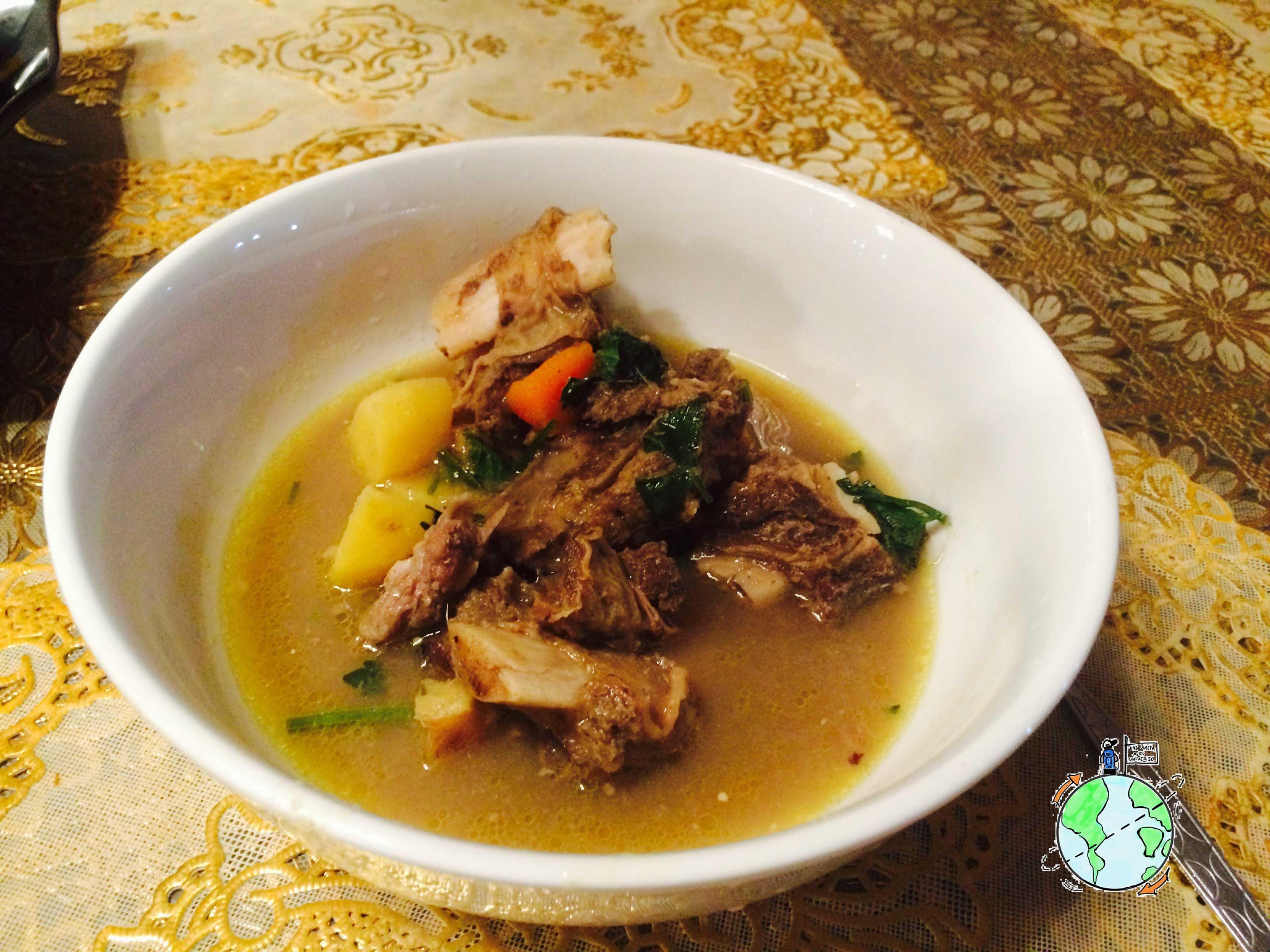 Uno de los platos típicos que me cocinó Irwan. Una especie de guiso de costillar de carne