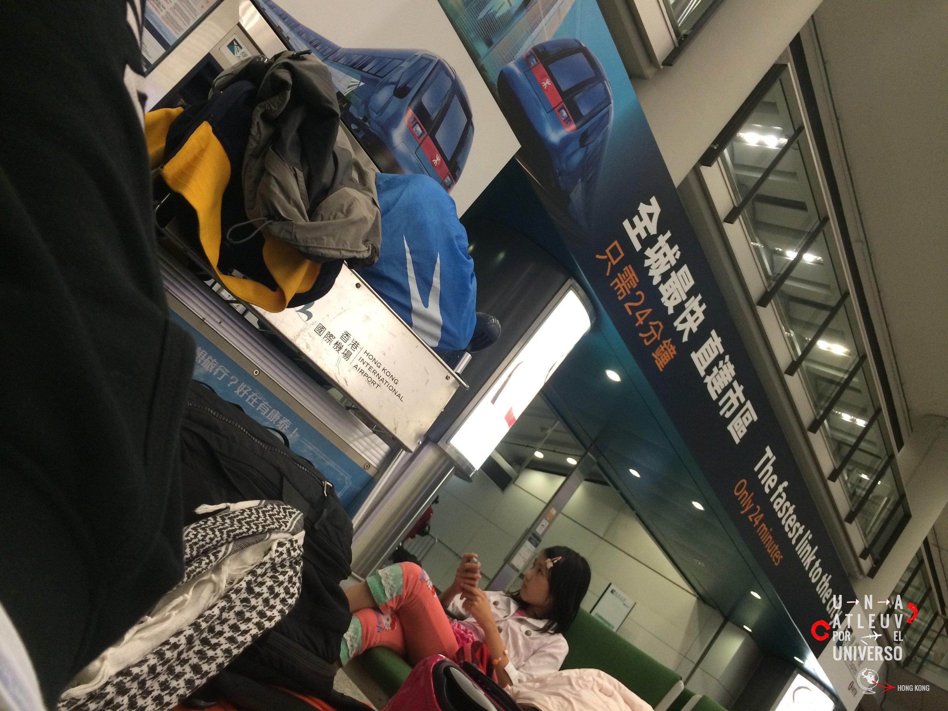 A Hong Kong llegúe de noche y, para ahorrar, dormí en el aeropuerto hasta que se hizo de día.