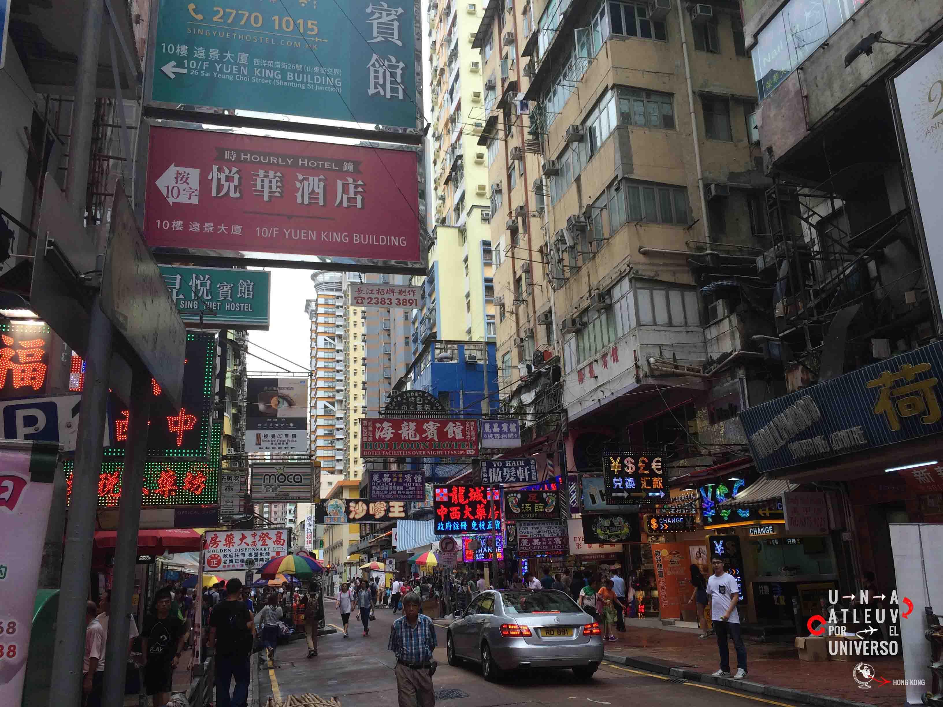 Hong Kong es un mundo de edificios, gente, paraguas y mas gente