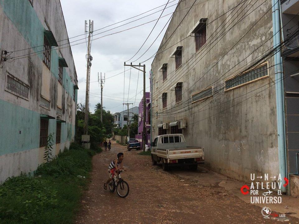 Laos y sus calles. Una Vuelta por el Universo