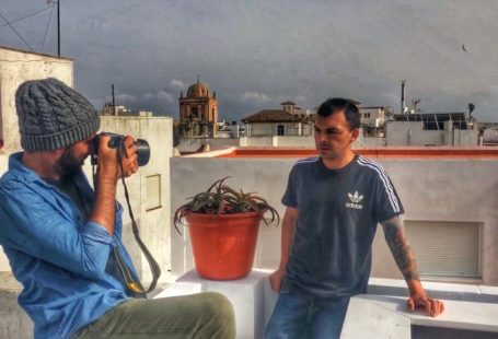 Voluntariado en Tarifa creando contenido audio visual - Una vuelta por el Universo
